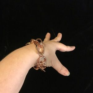 Rose gold colored chain bracelet with toggle clasp